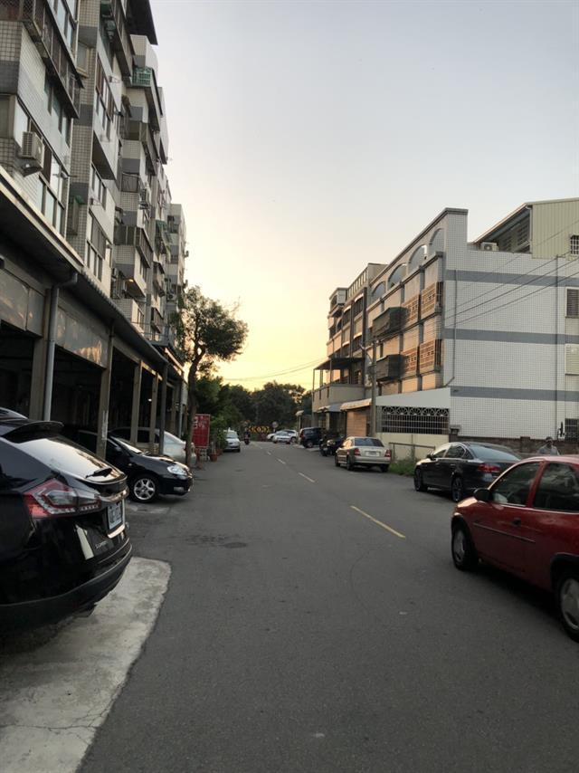 近黃昏市場樓店♦門